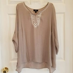AGB/ flowy top w/embroidered details
